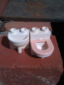 Duplo toilet and basin